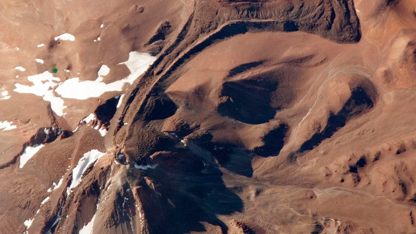 Red snow: scientists have discovered life on the glacier of a high-mountain volcano in the Atacama desert
